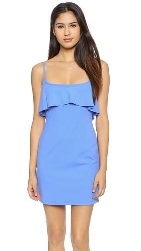 синее платье на бретельках