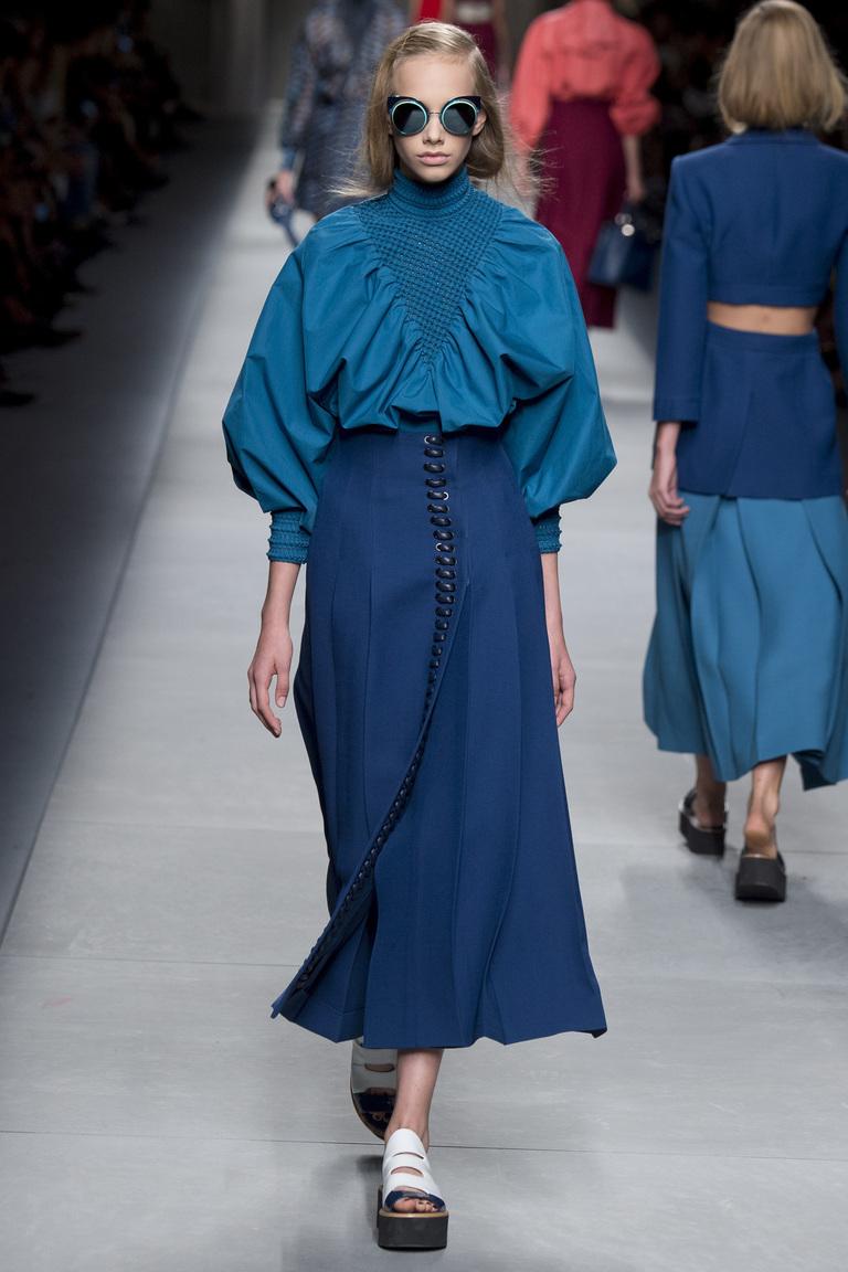 синее платье Fendi