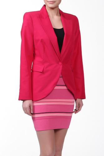 розовая юбка и розовый пиджак