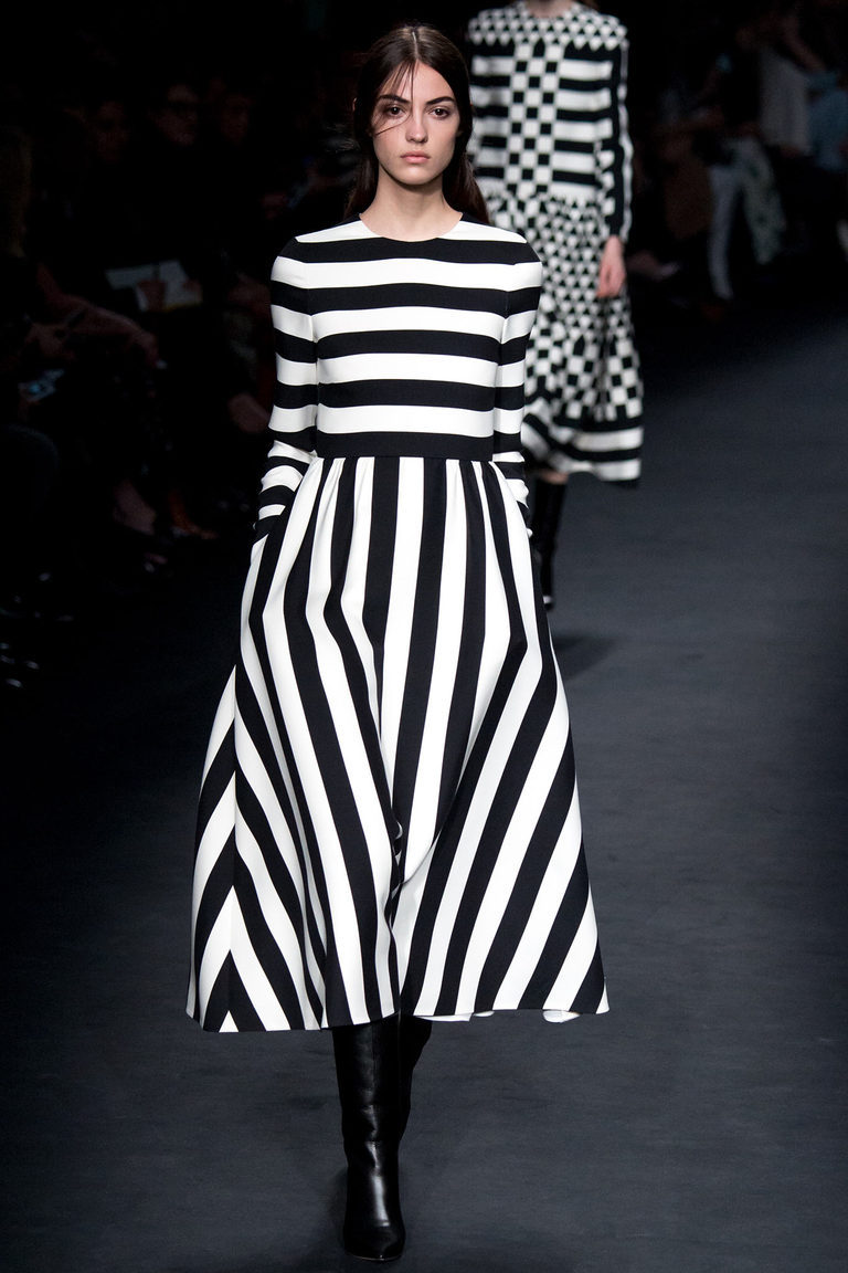платье и юбка в черно-белую полоску