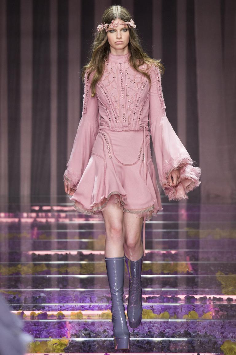 розовое платье versace