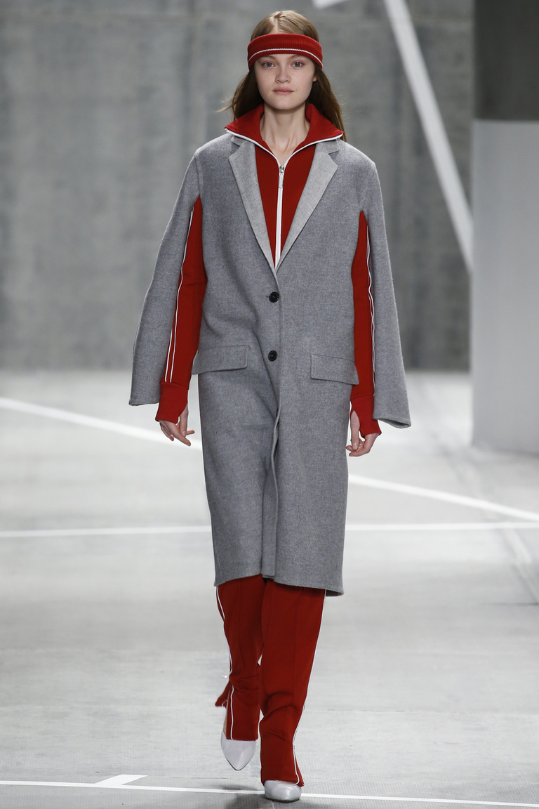 красно-серый костюм lacoste