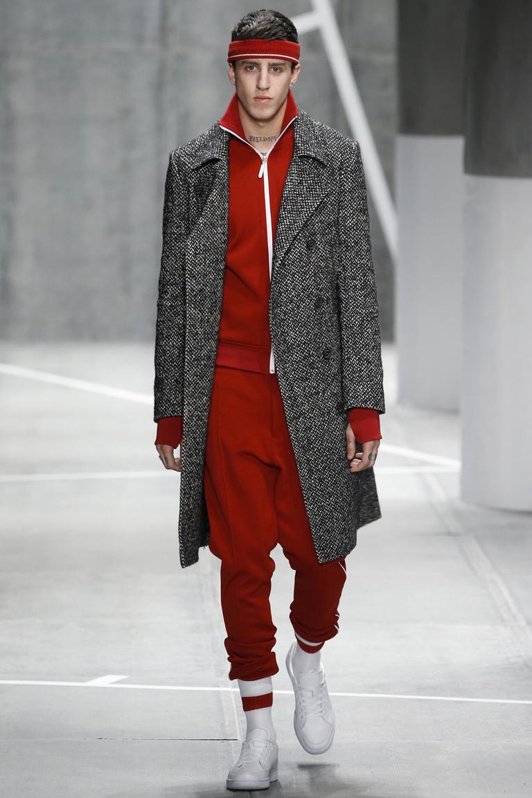 серое пальто и красный костюм для мужчин