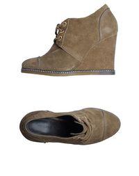 Обувь на танкетке Tila March