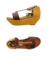 Обувь на танкетке B Store