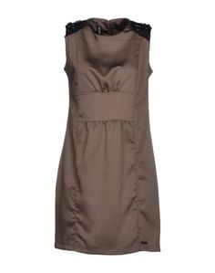 Короткое платье AMY GEE