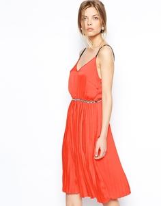 Платье миди с декоративной отделкой на поясе ASOS