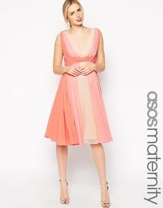 Приталенное платье колор блок для беременных ASOS Maternity