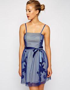 Платье для выпускного с сетчатой аппликацией ASOS - Синий