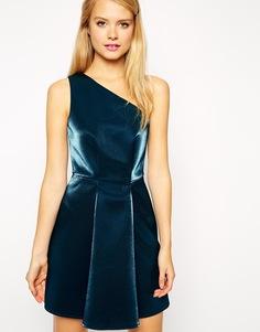 Платье для выпускного на одно плечо с эффектом металлик ASOS