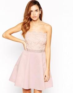 Платье бандо для выпускного с кружевной отделкой Lipsy - Телесный