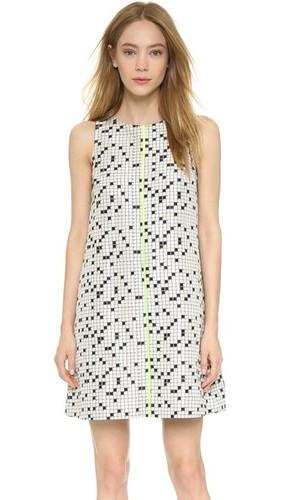 Расклешенное платье с рисунком в виде кроссворда