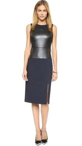 Приталенное миди-платье без рукавов