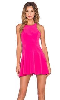 Приталенное и клешное платье tucked in - NBD