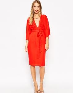 Платье миди с поясом и глубоким вырезом ASOS - Красный