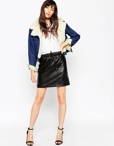 Мини-юбка из полиуретана с завязкой на талии ASOS - Черный