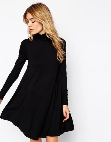 Свободное платье с воротником поло и длинными рукавами ASOS - Кремовый