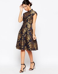 Короткое приталенное платье с принтом барокко и высокой горловиной Chi