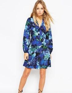 Короткое приталенное платье с цветочным принтом и рукавами‑колокол Nee Needle &; Thread