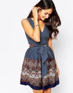 Платье с поясом и платочным принтом Yumi - Темно-синий