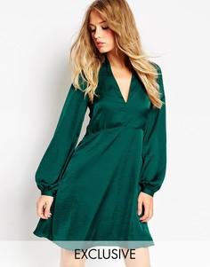 Атласное короткое приталенное платье с рукавом-колоколом Needle & Thre