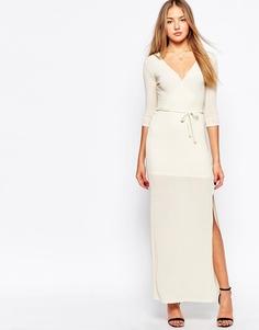 Блестящее платье макси с запахом спереди Club L