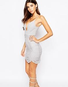Платье мини с глубоким вырезом и кружевной юбкой Love Triangle