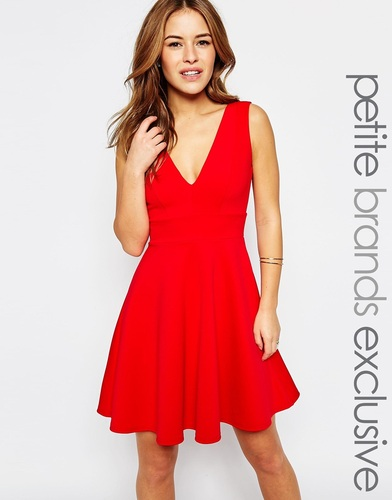 Приталенное платье с глубоким вырезом Lipstick Boutique Petite