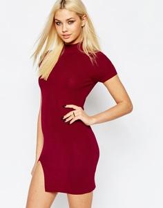 Облегающее платье в рубчик с высокой горловиной Missguided - Burgundy