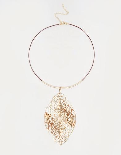 Ожерелье-чокер с филигранной подвеской-листиком ASOS - Золотой