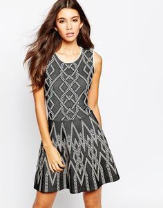 Короткое приталенное платье из трикотажного жаккарда BCBGMAXAZRIA
