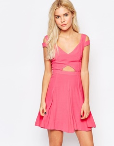 Style Stalker Graduation Dress with Cut Out Detail - Роза Stylestalker
