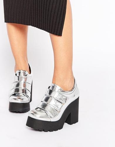 Серебристые туфли металлик на каблуке и платформе Eeight Mekhi