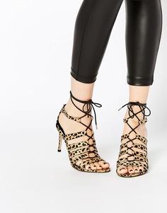 Босоножки на каблуке и шнуровке ASOS HUSKY - Leopard