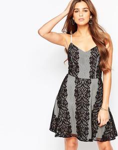 Короткое приталенное платье с кружевными вставками Adelyn Rae
