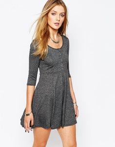 Приталенное платье на пуговицах с длинными рукавами Glamorous