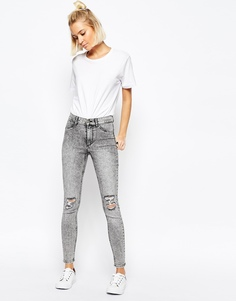 Супероблагеющие состаренные джинсы с завышенной талией Cheap Monday