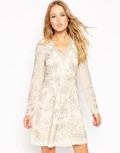 Короткое приталенное платье с глубоким вырезом и отделкой Needle & Thr