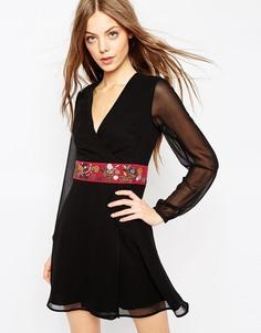 Платье мини с запахом и вышивкой ASOS - Черный