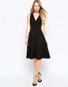 Платье миди строгого кроя с глубоким V-образным вырезом ASOS - Черный