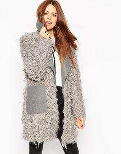 Пальто из искусственного меха с контрастным воротником ASOS - Серый