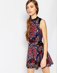 Короткое приталенное платье с узором пейсли ASOS - Мульти