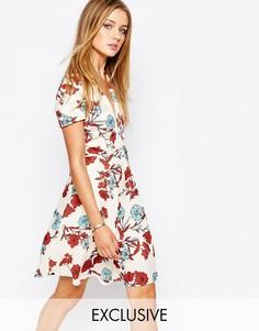 Чайное платье с запахом спереди и винтажным цветочным принтом Glamorou Glamorous