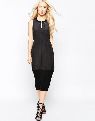 Платье-футляр без рукавов со складками и вязаной отделкой Shae Catheri