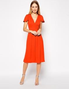 Атласное платье миди с запахом крест-накрест спереди ASOS Premium - Красный