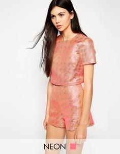 Укороченная футболка с жаккардовой отделкой Lashes of London - Розовый