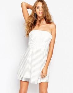 Короткое приталенное платье кроше с полосками Missguided - Белый