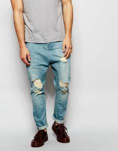 Голубые рваные джинсы с заниженным шаговым швом ASOS - Светло-голубой