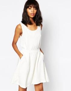 Короткое приталенное платье с тисненым узором Minimum - 000 белый
