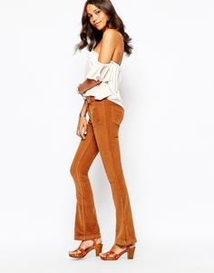 Вельветовые брюки клеш в стиле 70-х Boohoo - Рыжий